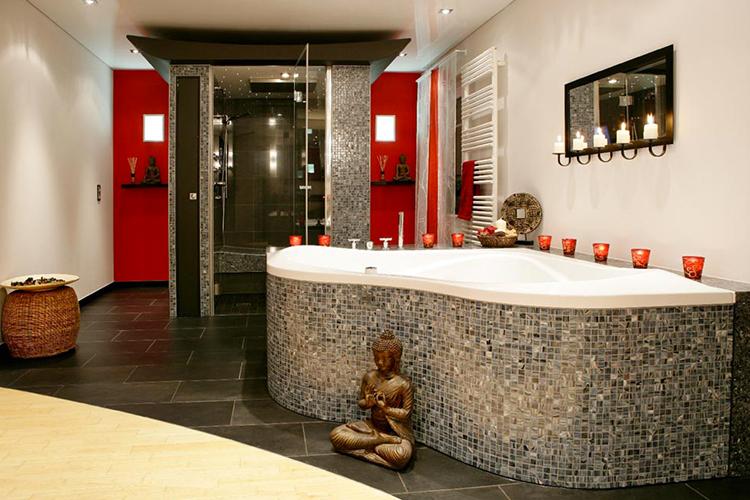 Installation de douches à l'italienne, baignoire sur mesure ...