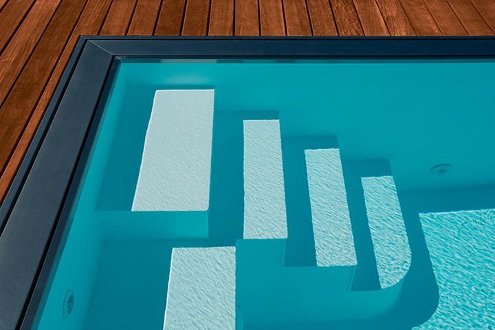 Construction de piscine coque polyester en suisse for Prix installation piscine coque polyester