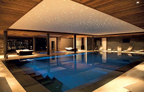 Construction d 39 une piscine d bordement sur mesure et installation spa - Prix piscine sur mesure ...