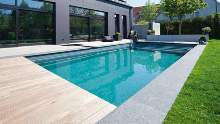 Piscine traditionnelle piscine polyester piscine b ton for Piscine moderne design