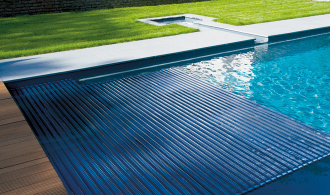 Volet immerge piscine promotion volet piscine volet for Club piscine fitness tapis roulant